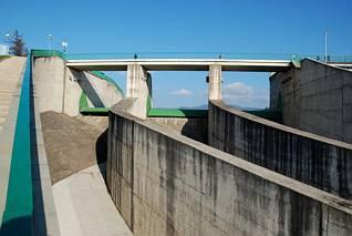 Elementy zapory na zbiorniku czorsztyńskim