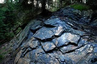 Czarne skały
