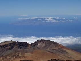 Jeden z niżej położonych kraterów Teide