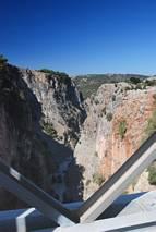 Widok z mostu na wąwóz Aradena