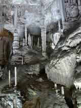 Różne nacieki w jaskini Campanet